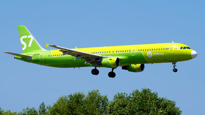 A picture of VQBQH - Airbus A321211 - S7 Airlines - © Alexander Lebedev