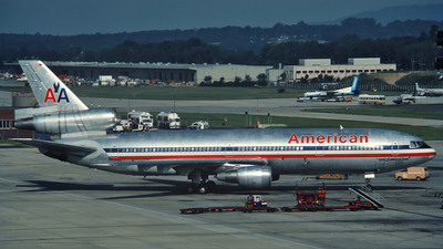 N137AA - McDonnell Douglas DC-10-30 - American Airlines
