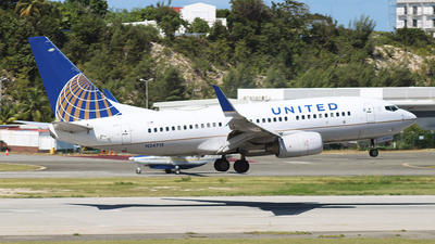 N24715 - Boeing 737-724 - United Airlines