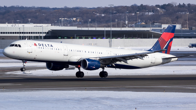 A picture of N335DN - Airbus A321211 - Delta Air Lines - © Stephen J Stein