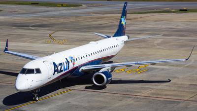 A picture of PRAUH - Embraer E195AR - Azul Linhas Aereas - © Gabriel Wallace