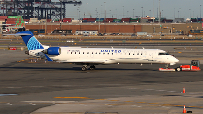 A picture of N502MJ - Mitsubishi CRJ701ER - United Airlines - © Xiamen Air 849 Heavy