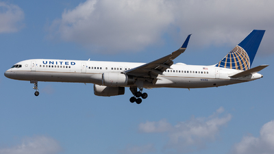 A picture of N18112 - Boeing 757224 - United Airlines - © Sierra Aviation Photography