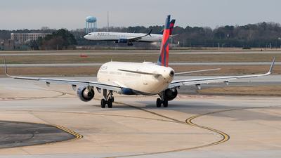 A picture of N375DN - Airbus A321211 - Delta Air Lines - © Luis Bastardo