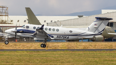 N975KA - Beechcraft B300 King Air 350i - Private