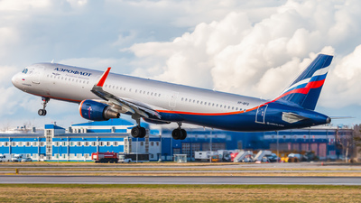A picture of VPBFQ - Airbus A321211 - Aeroflot - © KomradAlexey