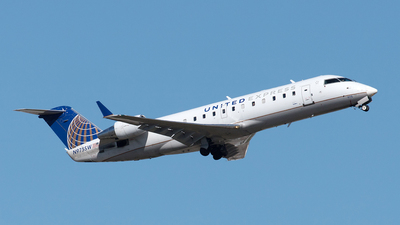 A picture of N975SW - Mitsubishi CRJ200LR - United Airlines - © Yixin Chen