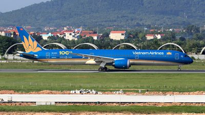 A picture of VNA873 - Boeing 78710 Dreamliner - Vietnam Airlines - © photogiap