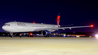 A picture of N823NW - Airbus A330302 - Delta Air Lines - © Agustin Anaya
