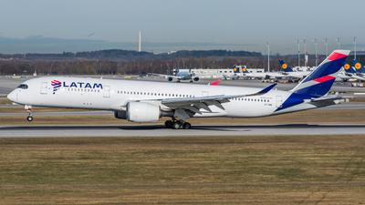 A7-AMA - Airbus A350-941 - Qatar Airways (LATAM Airlines)