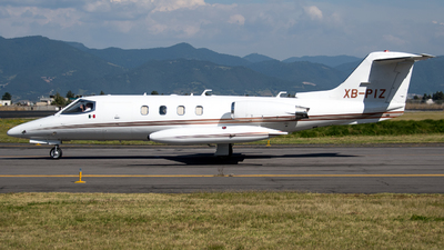 XB-PIZ - Gates Learjet 25B - Private