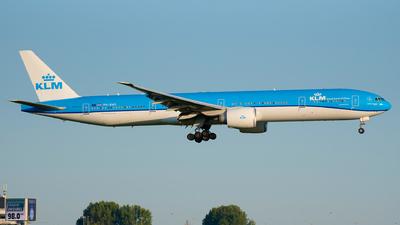 A picture of PHBVG - Boeing 777306(ER) - KLM - © Ricardo de Vries