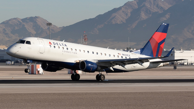A picture of N631CZ - Embraer E175LR - [17000239] - © Felipe Garcia