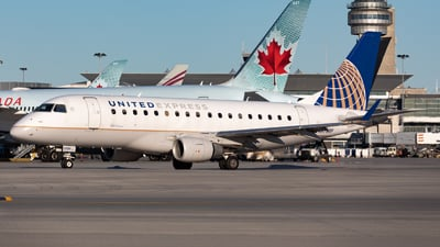 A picture of N979RP - Embraer E170SE - United Airlines - © Hongyu Wang