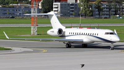 M-MDBD - Bombardier BD-700-1A10 Global Express - Private