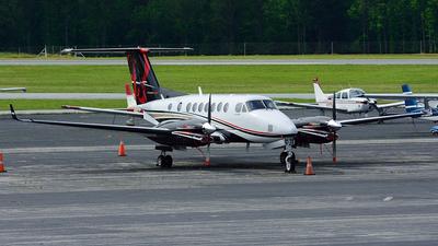 A picture of N982FL - Beech B300 Super King Air 350 - [FL982] - © Agustin Anaya