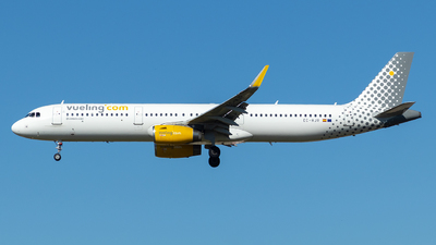 A picture of ECMJR - Airbus A321231 - Vueling - © Ben Cook