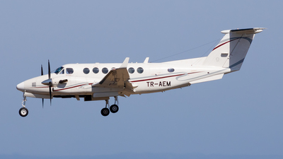 TR-AEM - Beechcraft 300 Super King Air - Private