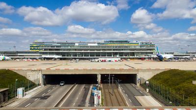 LFPO - Airport - Terminal