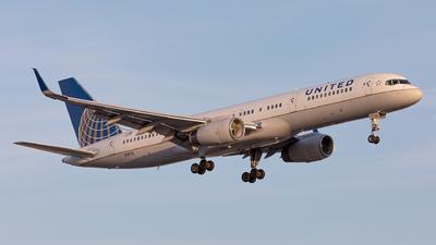 N18112 - Boeing 757-224 - United Airlines