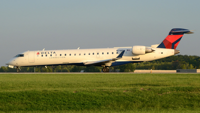 A picture of N718EV - Mitsubishi CRJ701ER - SkyWest Airlines - © DJ Reed - OPShots Photo Team