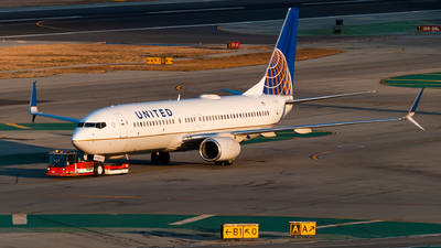 A picture of N73275 - Boeing 737824 - United Airlines - © Arkin Si