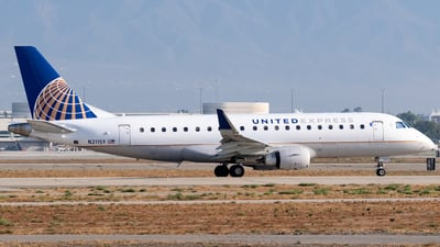 A picture of N211SY - Embraer E175LR - United Airlines - © Ricky Teteris