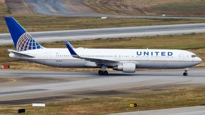 A picture of N646UA - Boeing 767322(ER) - United Airlines - © Antonio Carlos Carvalho Jr.
