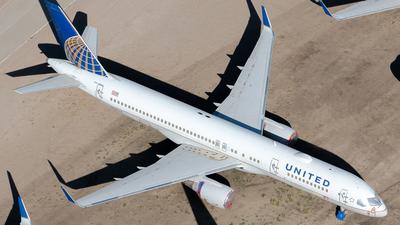 A picture of N589UA - Boeing 757222 - [28707] - © Daniel Dominguez