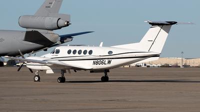 N806LW - Beechcraft B200 Super King Air - Private