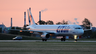 VQ-BTW - Airbus A321-211 - UTair Aviation
