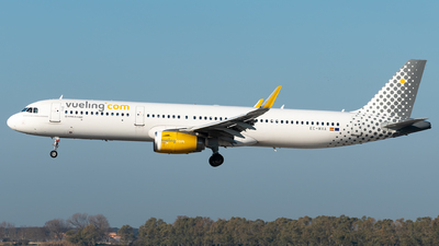 A picture of ECMHA - Airbus A321231 - Vueling - © Matei Dascalu - RomeAviationSpotters