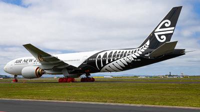 A picture of ZKOKE - Boeing 777219(ER) - Air New Zealand - © Cameron Matthews