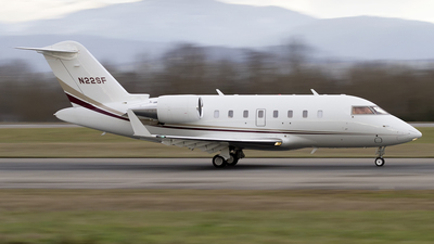 N22SF - Bombardier CL-600-2B16 Challenger 605 - Private