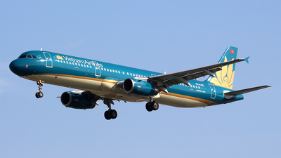 VN-A352 - Airbus A321-231 - Vietnam Airlines