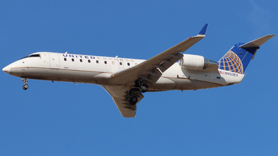 A picture of N903EV - Mitsubishi CRJ200LR - United Airlines - © Ethan Peters