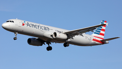 A picture of N580UW - Airbus A321231 - American Airlines - © Len Schwartz