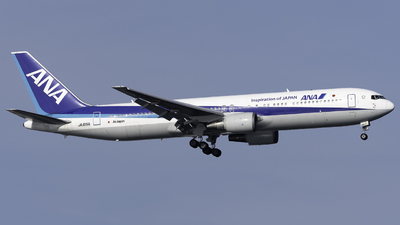 A picture of JA615A - Boeing 767381(ER) - All Nippon Airways - © Yoshio Yamagishi