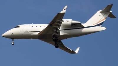 AP-FFL - Bombardier CL-600-2B16 Challenger 605 - Private