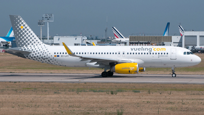 EC-LVT - Airbus A320-232 - Vueling Airlines