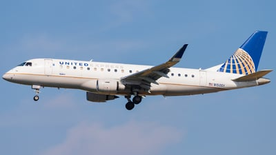 A picture of N150SY - Embraer E175LR - United Airlines - © Eric Esots