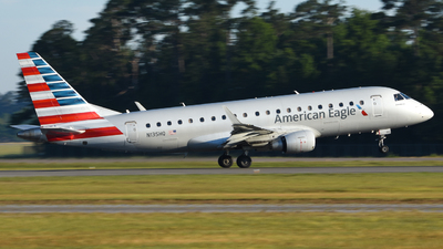 A picture of N135HQ - Embraer E175LR - American Airlines - © Jake Oesterreich