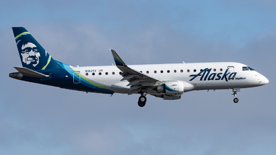 A picture of N182SY - Embraer E175LR - Alaska Airlines - © Haocheng Fang