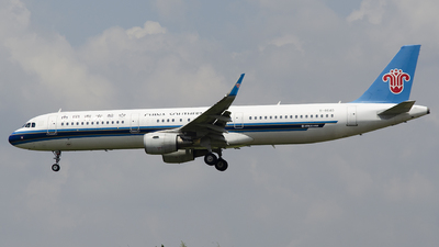 A picture of B8640 - Airbus A321211 - China Southern Airlines - © StephenLian-NGB