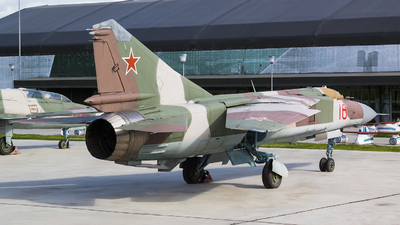 16 - Mikoyan-Gurevich MiG-23ML Flogger G - Soviet Union - Air Force