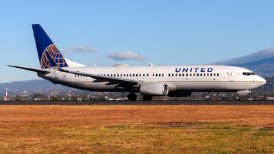 A picture of N76519 - Boeing 737824 - United Airlines - © Kenneth Mora Flores KMF777