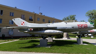 1958 - Mikoyan-Gurevich Mig-19PM Farmer D - Poland - Air Force