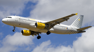 A picture of ECKDG - Airbus A320214 - Vueling - © Christopher Sho Schmitt