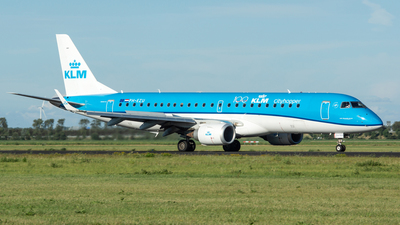 A picture of PHEZU - Embraer E190STD - KLM - © Stephan Wagner