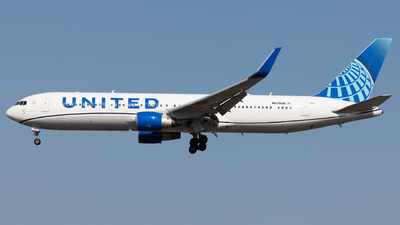 A picture of N670UA - Boeing 767322(ER) - United Airlines - © Sierra Aviation Photography